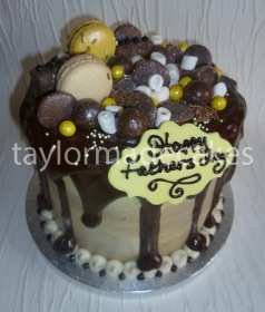 Banoffee drip cake