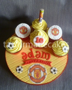 Man united cupcake board